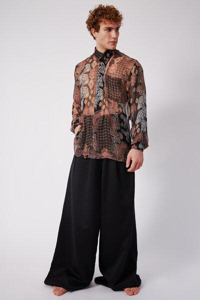 Camisa de Seda Estampada em Paisley com Fundo Preto