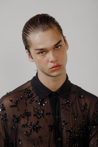 Camisa em Tule com Bordado Manual Floral