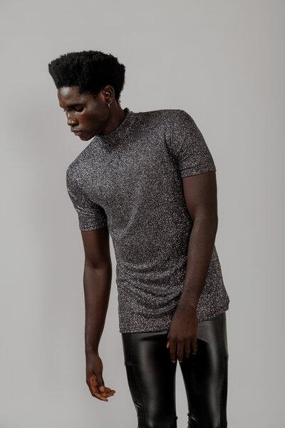 Camiseta Gola Alta em Malha com Glitter Holográfico