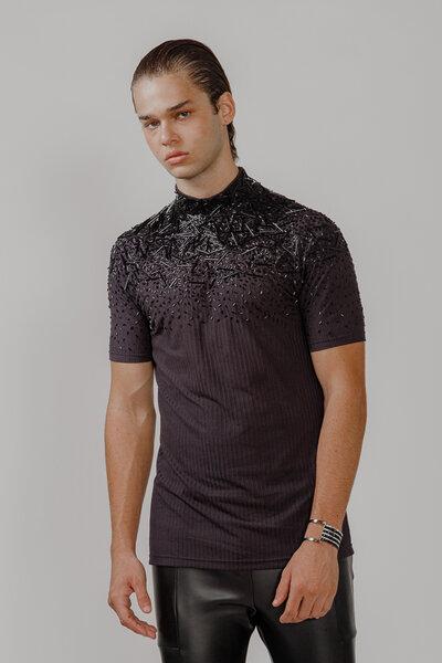 T-Shirt Canelada Bordada em Vidrilhos