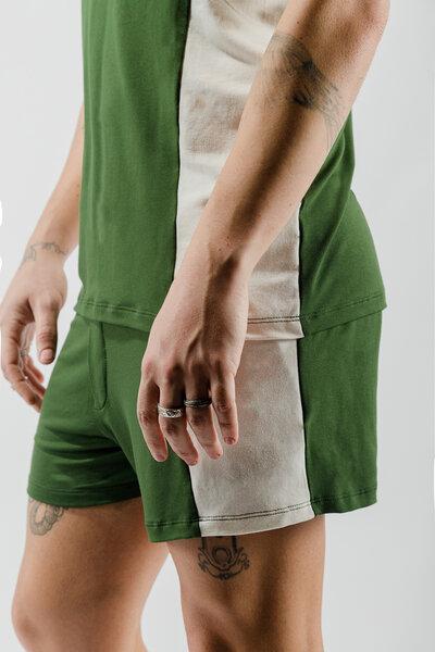 Shorts em Viscose com Recortes