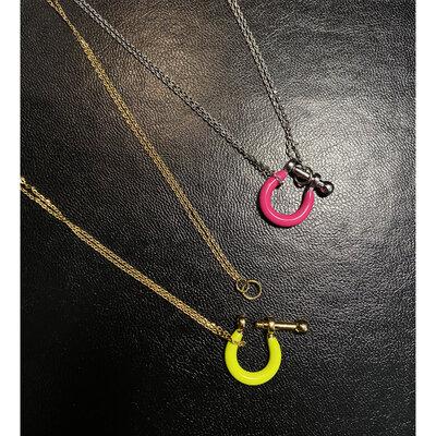 Colar Fecho Locker Esmaltado Pink - Ouro