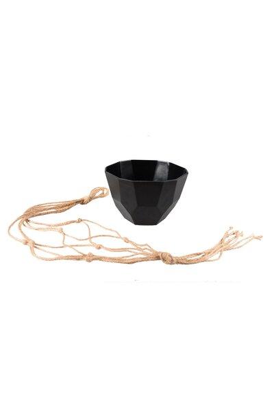 Vaso de Plástico Preto com Cordão Macramê em Sisal