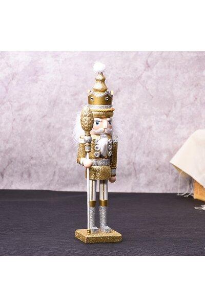 Boneco Quebra-Nozes com roupa dourada e detalhes prata