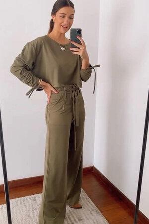 Conjunto Blusa de Malha com Calça Pantalona com Passante