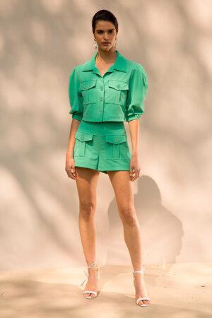 Shorts com Bolso Frontal e Pregas