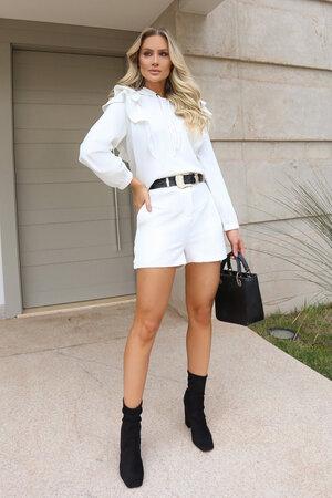 Shorts com Recortes e Elástico na Cintura