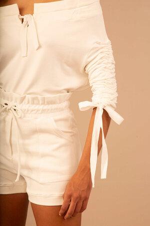 Shorts com Cós Largo e Amarração na Cintura