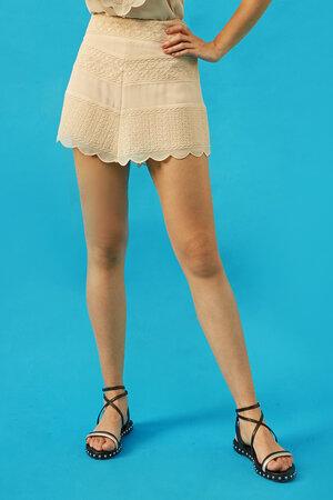 Shorts Saia com Bordado Exclusivo