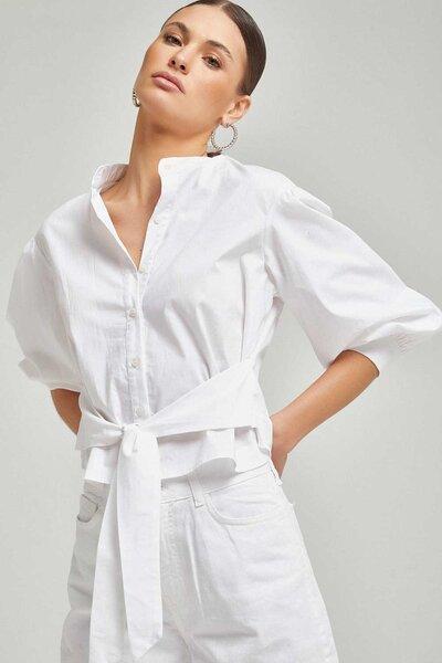 Camisa curta com amarração na cintura