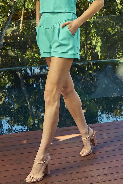 Shorts com Elástico na Cintura e Pregas