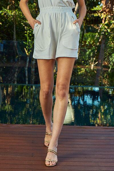 Shorts Com Elástico na Cintura e Detalhes de Ilhós
