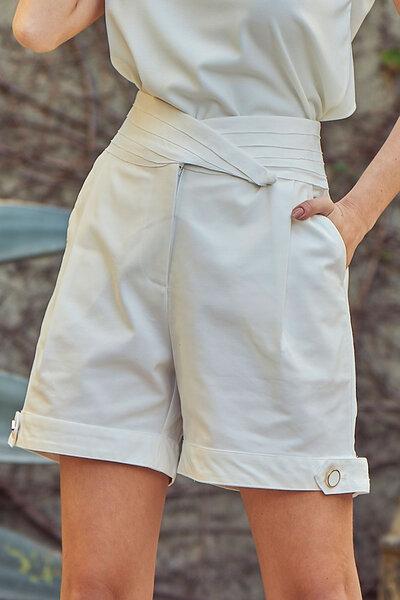 Shorts Alfaiataria com Cós Transpassado