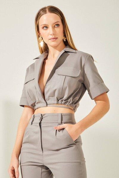 Camisa sarja com amarração e bolsos frontais