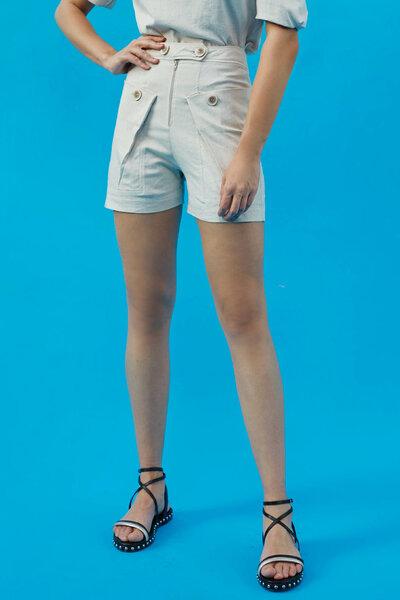 Shorts com Botões no Cós e Bolsos