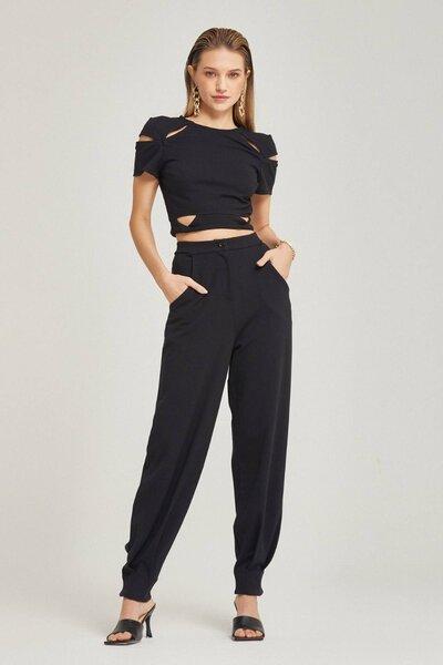Blusa com recortes e zíper lateral