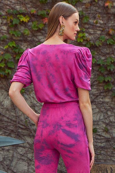Blusa Cropped com Mangas Bufante e Vivos Tie Dye