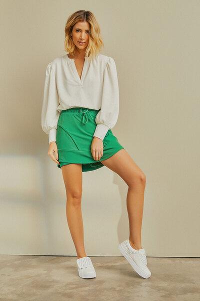 Shorts Saia Recortes e Cós Elástico