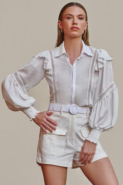 Camisa Manga Longa com Babados e Detalhes Vazados