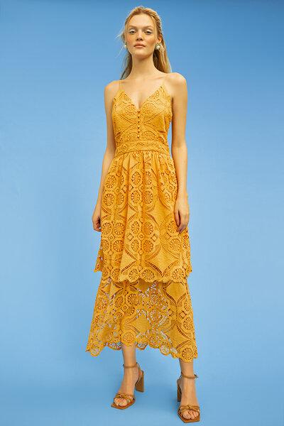Vestido de Alças Finas em Renda